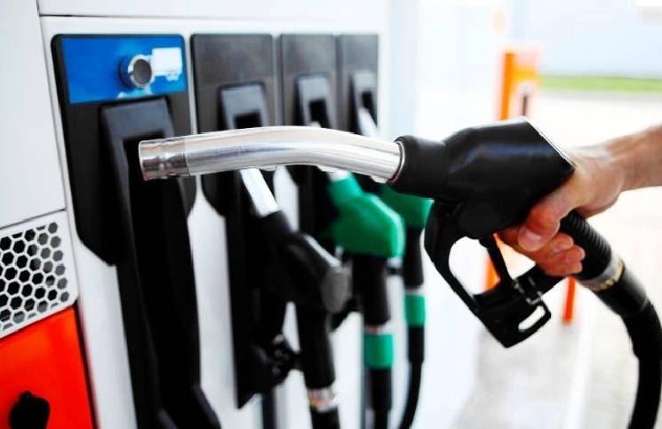 Desde la medianoche YPF aumentó las naftas en todo el país